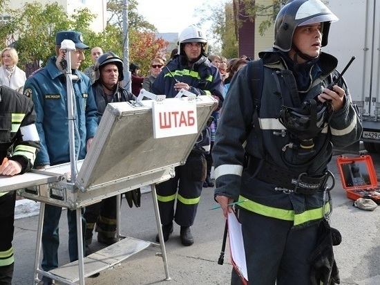 Учебное возгорание со спасением пострадавших ликвидировали сахалинские пожарные